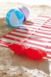 Matracok, strandszőnyegek, törölközők, székek